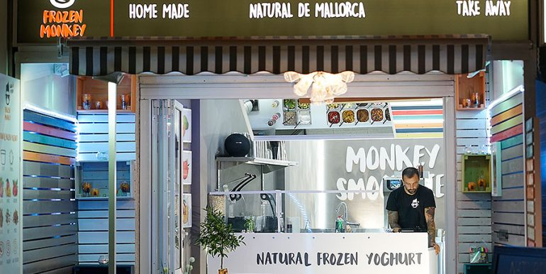 Frozen Yoghurt Smoothie Ice Cream Shop Can Pastilla Playa Palma Mallorca rent sale transfer